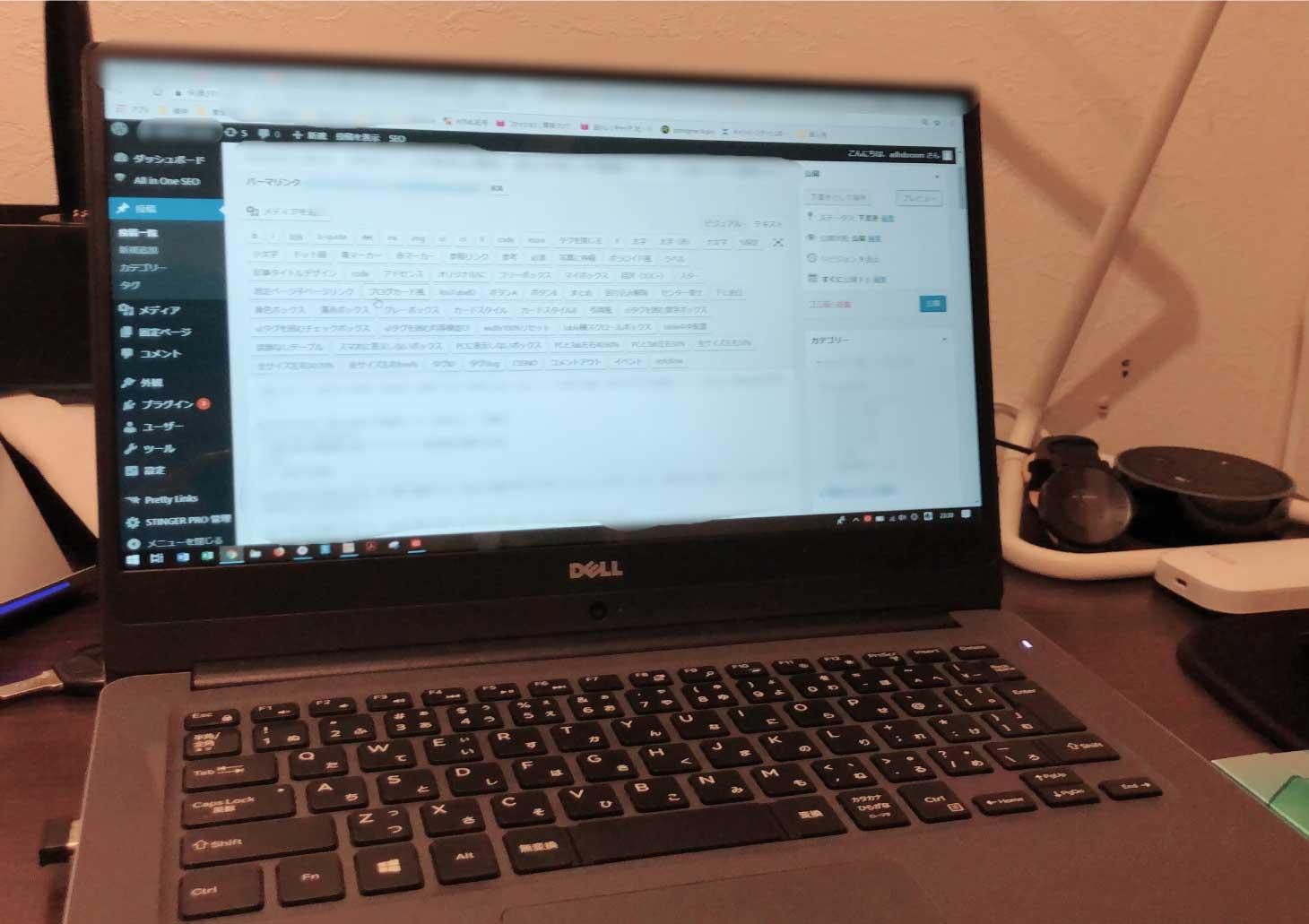 画像:前の家の作業スペース。PCとマウスをおくので限界。